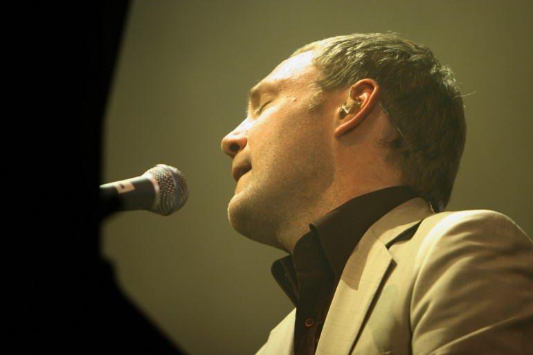 David Gray singing eyes closed at the piano